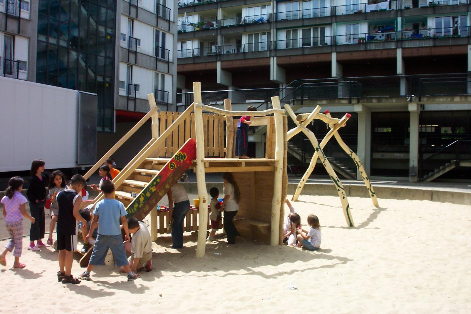 kinderspielplatz bau kinderspielpl tze mit spielplatzger ten spielger te reba immobilien ag. Black Bedroom Furniture Sets. Home Design Ideas